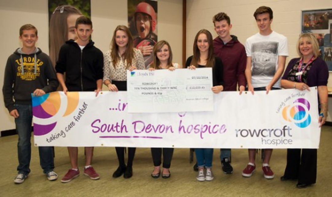 (L-R) Thomas Davis, Gabriel Quinlan, Loren Smith, Kayleigh Davis, Vicky Groves, Toby Cook and Ethan Vickridge with Debbi Shotton from Rowcroft Hospice