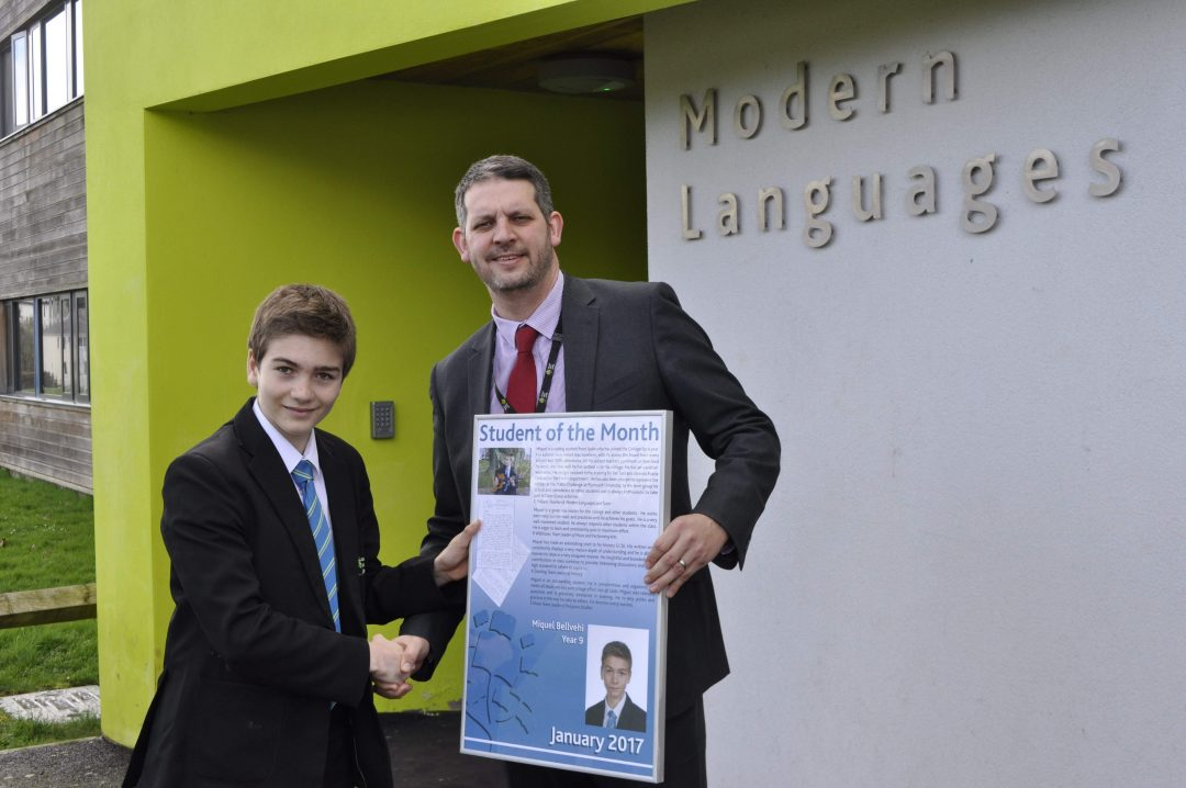 Miquel receiving his award from Principal, Paul Cornish